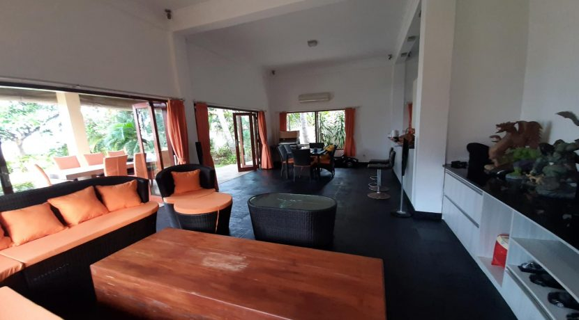 north-bali-beachfront-villa-for-sale-ling-dining