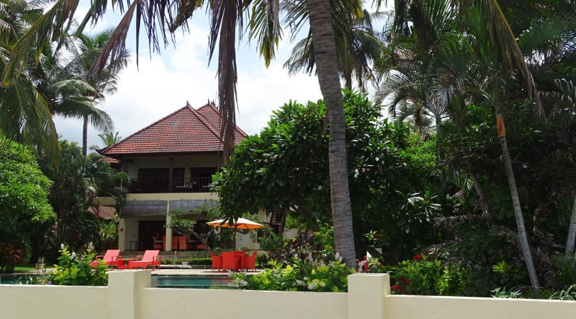 north-bali-beachfront-villa-for-sale-main-house
