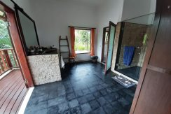 north-bali-beachfront-villa-for-sale-master-bathroom