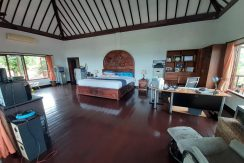 north-bali-beachfront-villa-for-sale-master-bedroom