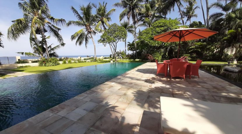 north-bali-beachfront-villa-for-sale-pool-deck