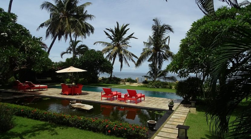 north-bali-beachfront-villa-for-sale-pool-pond