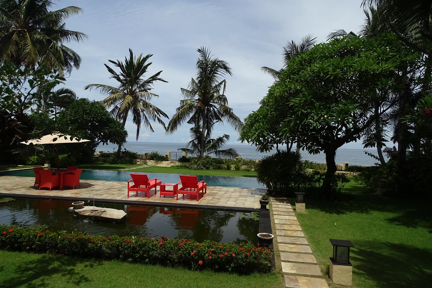 North Bali 4 bedroom beachfront Villa with guesthouse for sale