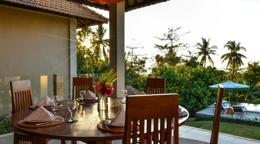 bali-villa-for-sale-dining-table