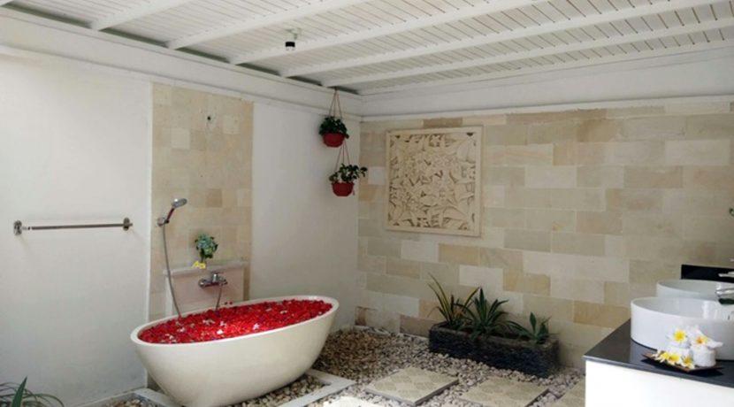 bali-beachfront-villa-for-sale-bathroom