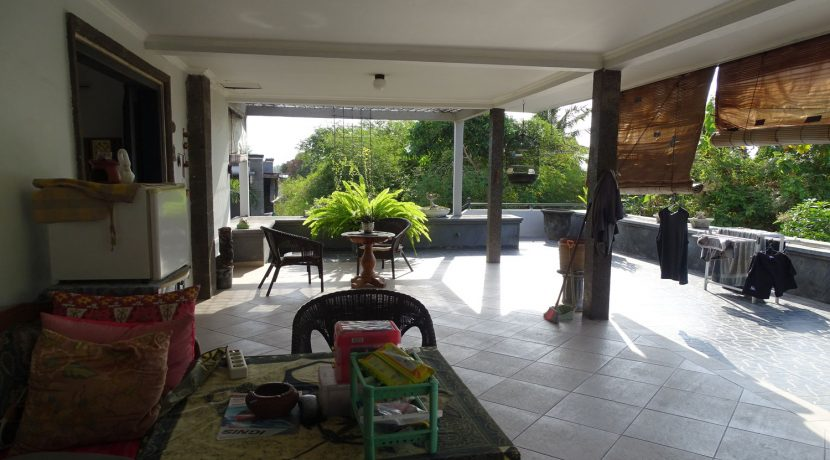 bali-lovina-town-house-for-sale-balcony