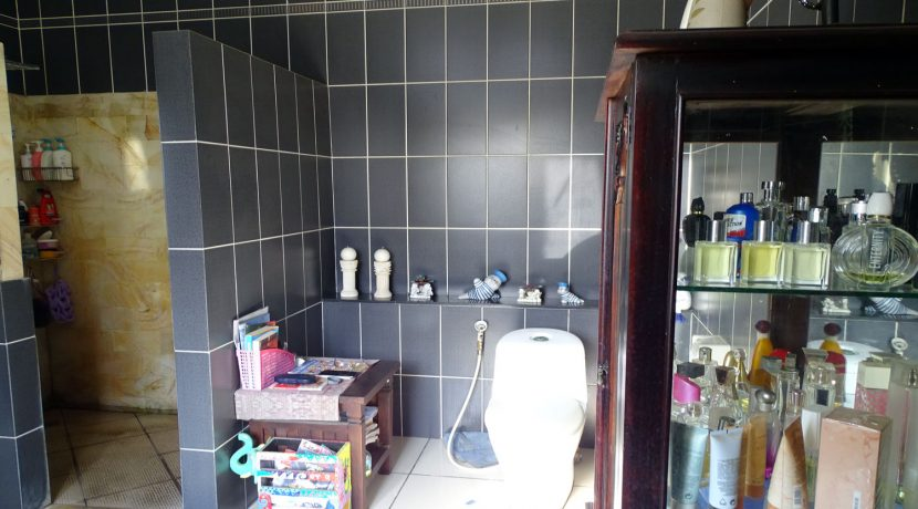 bali-lovina-town-house-for-sale-bathroom