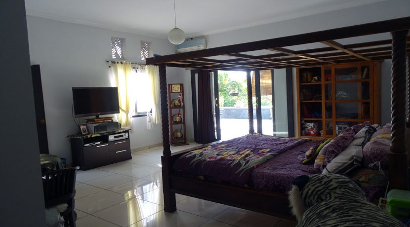 bali-lovina-town-house-for-sale-bedroom