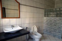 bali-lovina-town-house-for-sale-guesthouse-bathroom