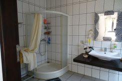 bali-lovina-town-house-for-sale-guestroom-bath