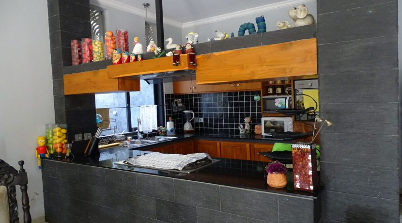 bali-lovina-town-house-for-sale-kitchen-2