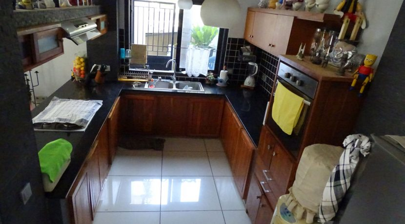 bali-lovina-town-house-for-sale-kitchen