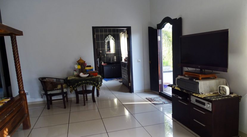 bali-lovina-town-house-for-sale-master-bedroom