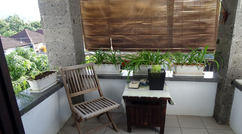 bali-lovina-town-house-for-sale-small-balcony