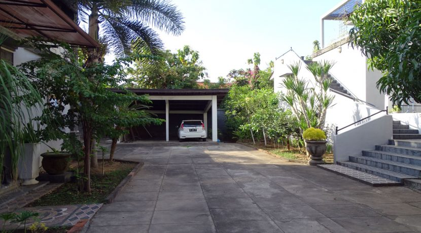 bali-lovina-town-house-for-sale-yard