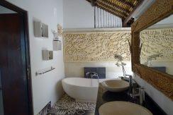 north-bali-beachfront-villa-master-bathroom
