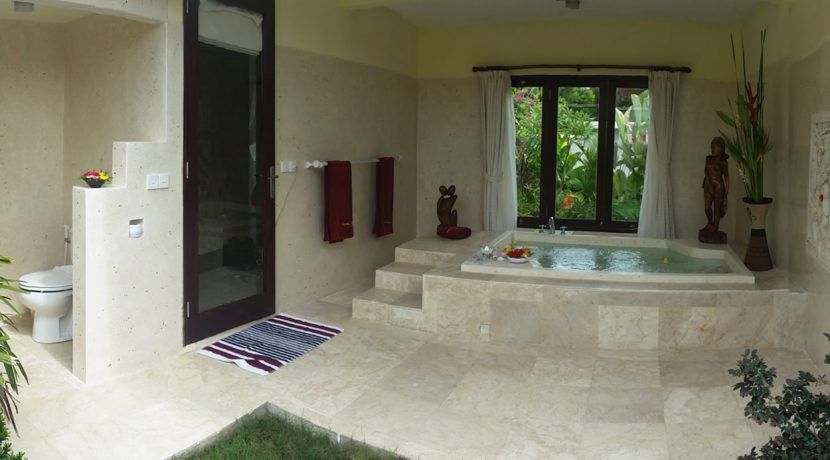 bali-oceanfront-hotel-resort-for-sale-bathroom