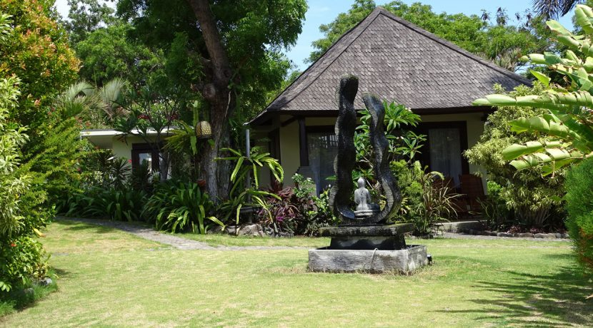 bali-oceanfront-hotel-resort-for-sale-bungalow-art
