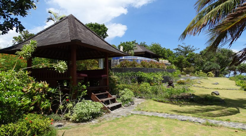 bali-oceanfront-hotel-resort-for-sale-garden-bale