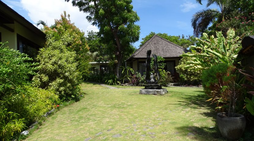 bali-oceanfront-hotel-resort-for-sale-garden-bungalow