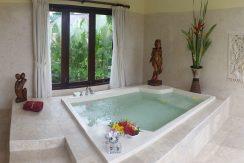bali-oceanfront-hotel-resort-for-sale-jacuzzi