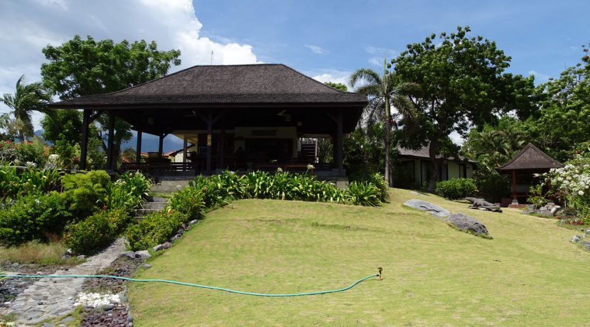 bali-oceanfront-hotel-resort-for-sale-view-to-restaurant