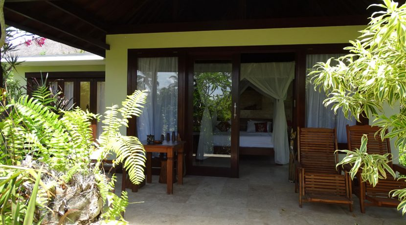bali-oceanfront-hotel-resort-for-sale-villa-terrace-chair