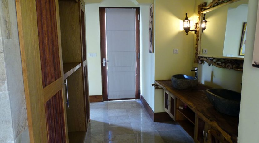 bali-oceanfront-hotel-resort-for-sale-walk-in-closet