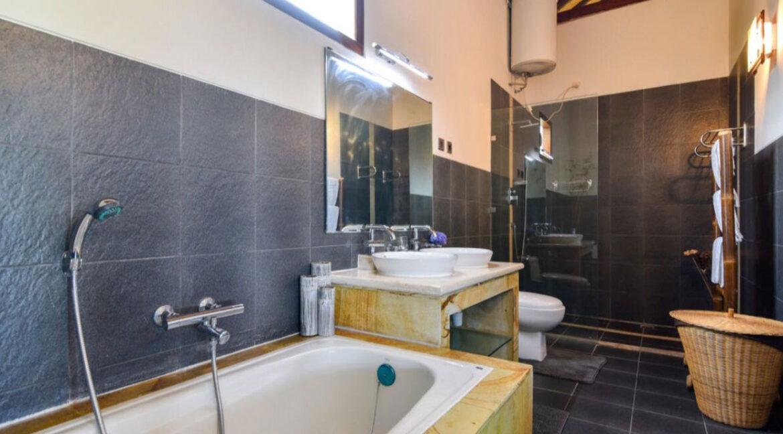 bali-lovina-sea-view-villa-bath-equipment