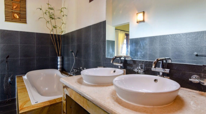 bali-lovina-sea-view-villa-bath-room