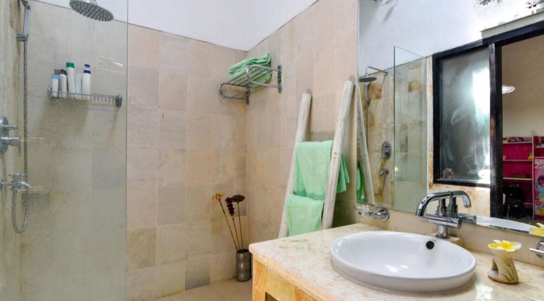 bali-lovina-sea-view-villa-bathroom