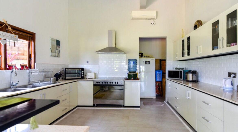 bali-lovina-sea-view-villa-kitchen-equipemnt