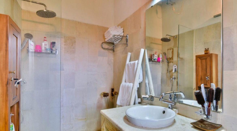 bali-lovina-sea-view-villa-shower