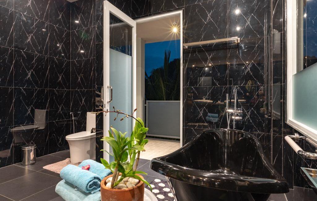 lovina-villa-sale-bathtub