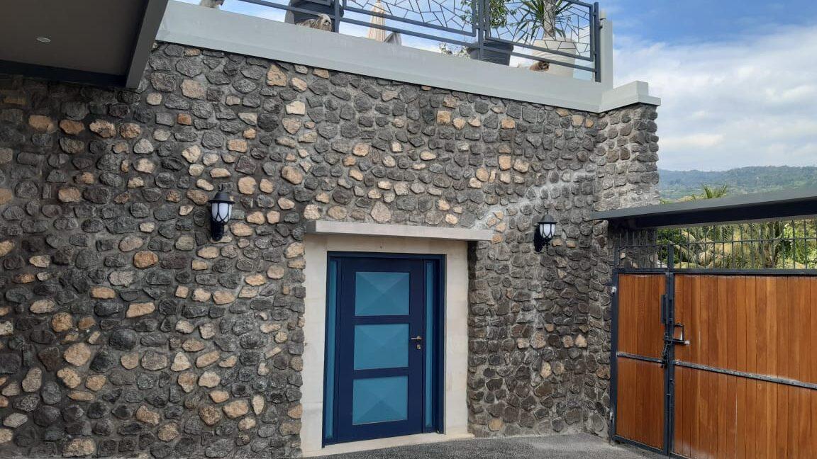lovina-villa-sale-gate