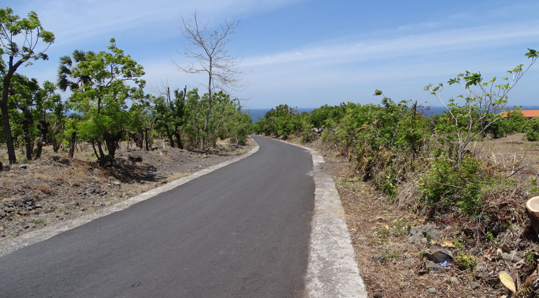 bali-tulamben-sea-view-land-road